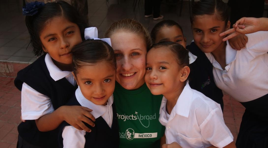 Projects Abroad volunteer teaching in Mexico poses with her students